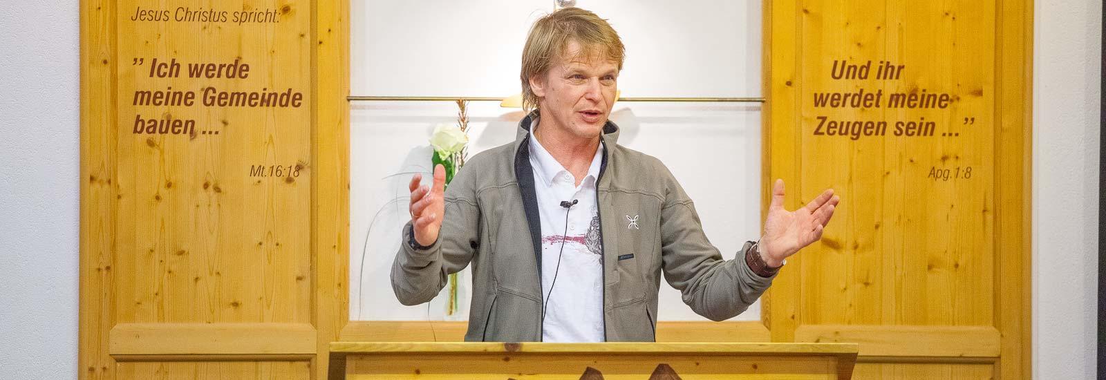 Hans Peter bei einem Vortrag am Tauernhof